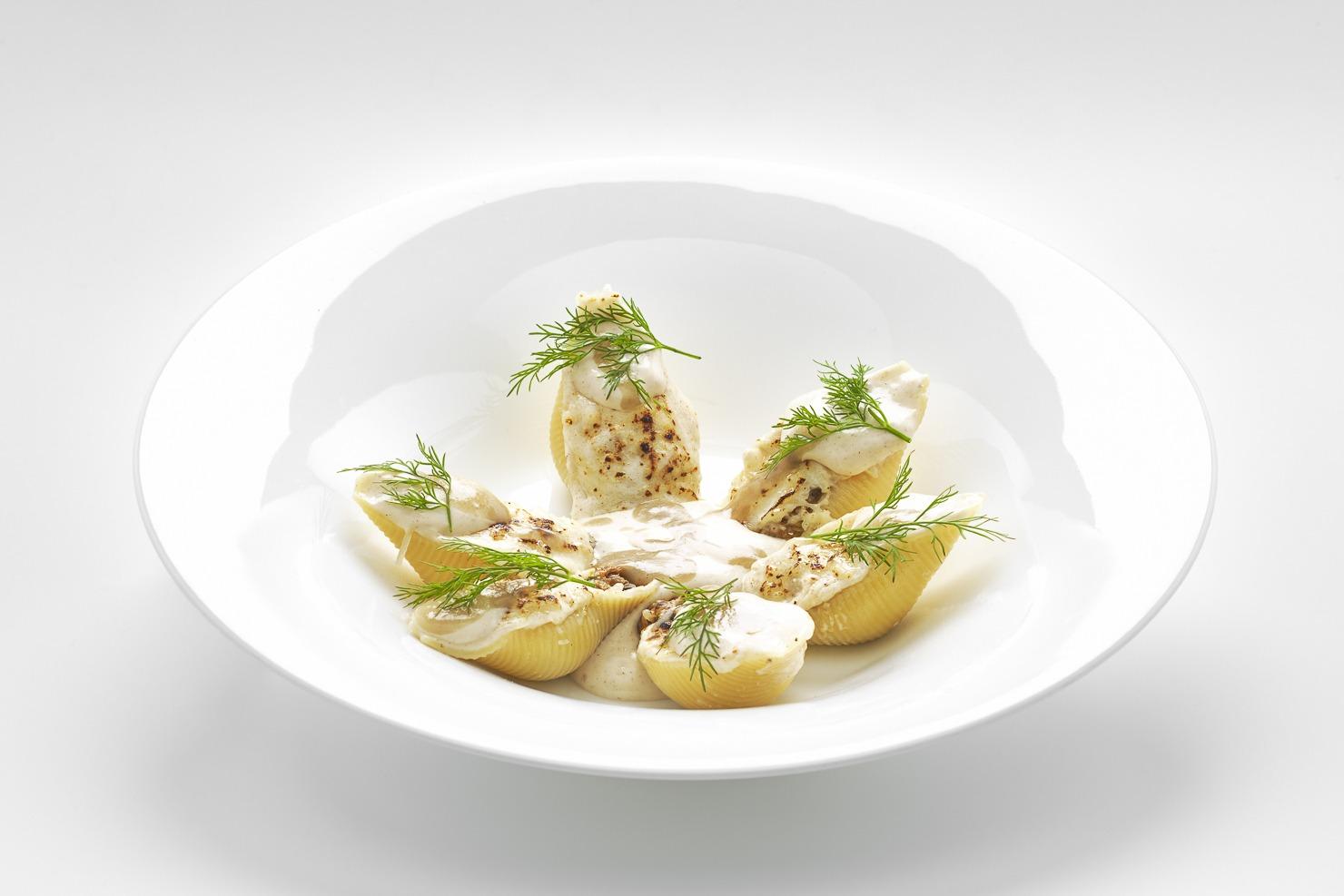 conchiglioni-Felicetti-ripieni-di-ragù-di-capriolo-con-acciughe-cannella-e-balsamella
